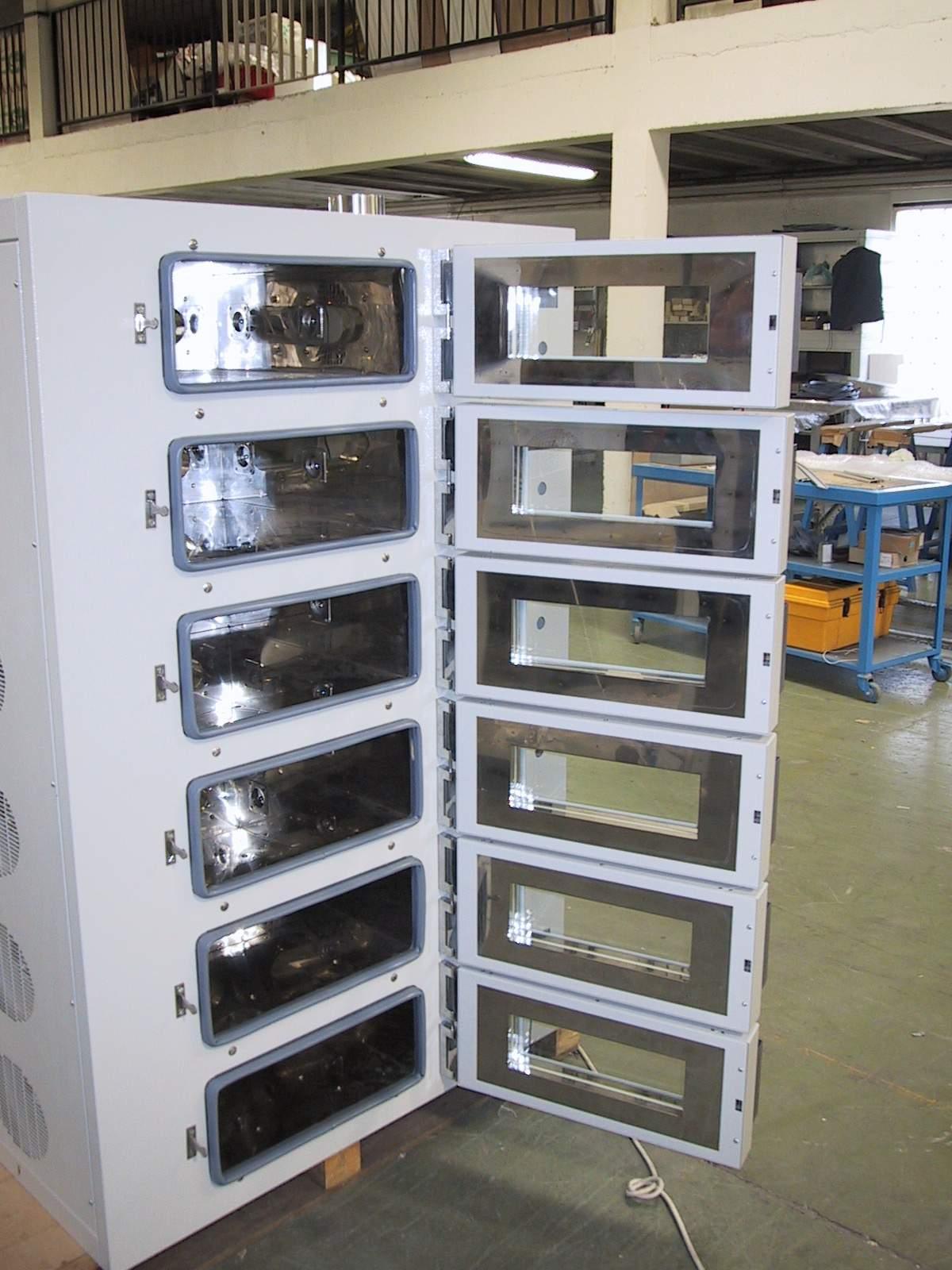 产品摘要:WXL3500-230型工业烘箱制造工艺:烤箱设计完美,箱体采用数控机床加工成型,并采用自动弹簧锁扣型门锁,操作容易。保温系统采用岩棉填充保温区,内胆焊接处采用密集点焊成型,有效避免岩棉内的纤维进入内腔,以保证内腔的空气不受污染,维持应有的洁净度.内外胆连接部位采用非金属耐高温材料