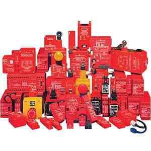 舌片操作互锁开关   这些产品被设计用于滑动、铰链与提升防护门等情况,可为防护门提供机器控制电路的电气互锁功能。操作这些设备需要执行器上的物理触点,需要立即打开防护门。 保护闸互锁开关   这些产品被设计用于滑动、铰链与提升防护门等情况,可为防护门提供机器控制电路的电气互锁功能。操作这些设备需要执行器上的物理触点,只能在信号发送到设备之后才能打开防护门。这些单元对于在需要防护门保持锁紧状态,直到潜在的危险停止,且安全条件存在的情况下,是非常适用的。 铰链操作互锁开关   这些设备是设计用于小型绞链防护门的
