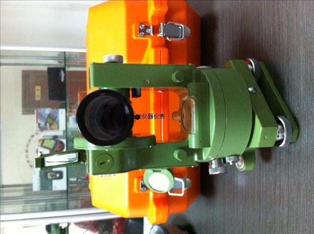我公司长期销售南京日华光学经纬仪DJ6/DJ6E,库房备货足,欢迎用户前来采购。您随时要我们随时有。 南京日华DJ6/DJ6E光学经纬仪的主要用途:仪器主要用于低等控制测量、地形测量、矿山测量、工程测量、施工过程中的导线测量和建筑施工测量等 南京日华DJ6/DJ6E光学经纬仪的技术指标: