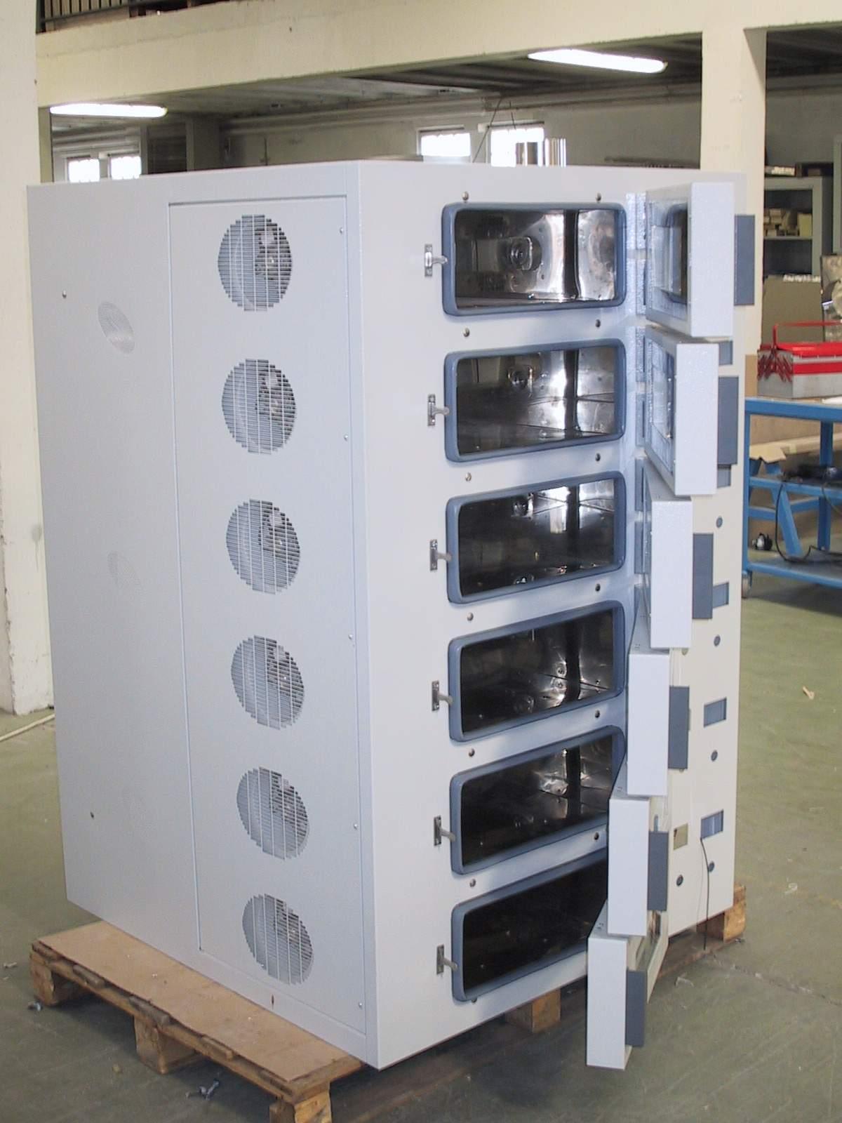 倍耐尔特科技(深圳)有限公司 --> 更新日期:2018/7/10 所 在 地:中国大陆 产品型号:WXL3500-230 简单介绍:WXL3500-230型工业烘箱制造工艺:烤箱设计完美,箱体采用数控机床加工成型,并采用自动弹簧锁扣型门锁,操作容易。保温系统采用岩棉填充保温区,内胆焊接处采用密集点焊成型,有效避免岩棉内的纤维进入内腔,以保证内腔的空气不受污染,维持应有的洁净度.